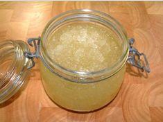 Gommage peeling sucre-sel : recette maison très efficace contre les vergetures et la cellulite