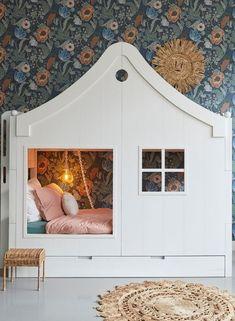 #bedhuis #behang Saartje Prum Baby Boy Rooms, Baby Room, Kids Rooms, Cama Junior, Feeling Sleepy, Toddler Bed, Sweet Home, Nursery, Amsterdam