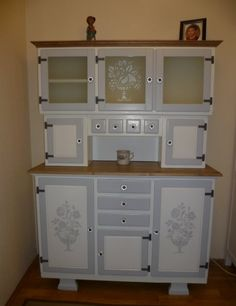 Funky Painted Furniture, Upcycled Furniture, Nook And Cranny, Bed Spreads, China Cabinet, Duvet Covers, Shabby, Kitchen Cabinets, Rustic