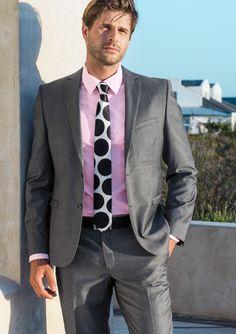 Kino. Yhdistelmätakki. Villasekoitetta. B- ja C-mitoitus. 169 €. Yhdistelmähousut. Villasekoitetta. B- ja C-mitoitus. 69,95 € Pukupaita. Puuvillaa. Myös kirkkaansininen ja vaaleanpunainen. 49,95 € Silkkisolmio 24,95 € - sokos.fi Fashion Suits, Men's Fashion, Mens Suits, Suit Jacket, How To Wear, Jackets, Moda Masculina, Dress Suits For Men, Down Jackets