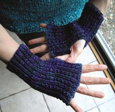 Free simple finger-free mitts pattern