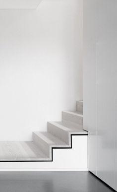 — Steimle Architekten   EM35 Cityvilla black white and concrete staris