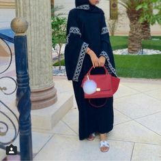 Beautiful simple details on abaya