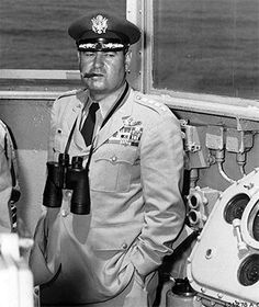 General Curtis LeMay in an unfamiliar setting, the bridge of a Navy ship, watching one of the early atomic bomb tests that SAC carried out. Military Spouse, Military Personnel, Strategic Air Command, Historia Universal, Vector Portrait, Us Air Force, Korean War, World Peace, Cold War