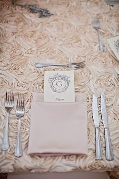 Can we possibly put the utensils in the napkin like this?