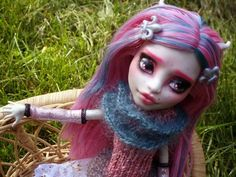 Scarf and cowl for Monster High - free knitting pattern