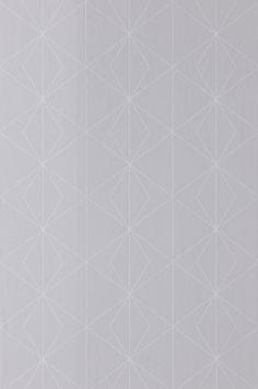 En tapet i non-woven materiale. Hver rulle er 10,05 m. Bredde 53 cm. Mønsterrapport 13,25 cm. Made in Sweden. Non-woven tapeter gør tapetseringen nemmere, da du stryger limen direkte på væggen og derefter sætter tapetet op. Du skal bruge vævklæber/vævlim, fordi almindeligt tapetklister er beregnet til papirtapeter. Her hos Ellos kan du købe en vævklæber/vævlim beregnet til non-woven tapeter!