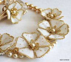 Diy Jewelry Tutorials, Beading Tutorials, Beaded Chocker, Beaded Jewelry Designs, Beading Projects, Beaded Flowers, Bead Art, Bead Weaving, Crystal Beads