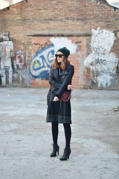Falda / Skirt: vintage   . Bolso / Bag: Alexander Wang   . Cazadora / Leather jacket: Zara (old)   . Gorro / Beanie: COS (old)