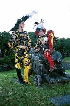 Goede shit! Heel veel slashes en een grote hoed! Historical Costume, Historical Clothing, 1500s Fashion, Mens Garb, German Costume, Larp, German Outfit, Renaissance Fair Costume, Landsknecht