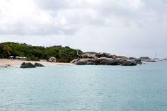 """#travelontoast: DER Strand auf den British Virgin Islands in der Karibik ist """"The Baths"""". Auf unserem Segeltörn schauen ihn uns gemeinsam mit der """"Devil's Bay"""" an."""