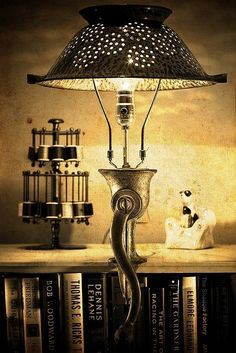 Beautiful 15 Ideas to Recycle your Kitchen Tool into Table Lamp! The kitchen is often the center of recycling so why not take the opportunity to build a nice lamp made with recycled kitchen tools, cans, bottles. Clamp Lamp, Tool Table, Old Vases, Diy Recycle, Recycling, Lamp Shades, Light Up, Diy Light, Light Fixtures