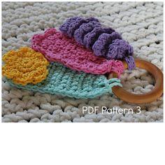 Crochet Baby Teething Toy Pattern Would use for key ring tags Scrap Crochet, Crochet Mittens Free Pattern, Crochet Baby Toys, Crochet For Kids, Crochet Crafts, Crochet Dolls, Crochet Yarn, Baby Knitting, Crochet Projects