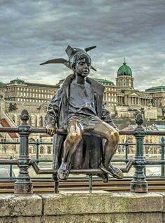 statue of Little Princess-Budapest(Kiskirálylány szobor-Budapest) Places To Travel, Places To Visit, Budapest Travel, Hungary Travel, European Destination, Public Art, Wonders Of The World, Sculpture Art, Buddha