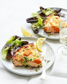 Salmon, sweet potato and pea frittata Frittatas are great for quick weeknight meals and just as satisfying sliced into triangles, then packed away in a tupperware for lunch the next day. Healthy Pie Recipes, Egg Recipes, Recipies, Salmon And Sweet Potato, Salmon Potato, Shellfish Recipes, Seafood Recipes, Frittata Recipes, Quick Weeknight Meals