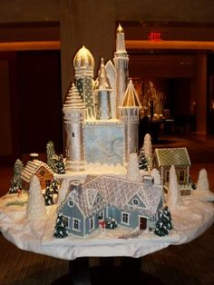 Inspiration for my gingerbread house...this one is pretty impresive....