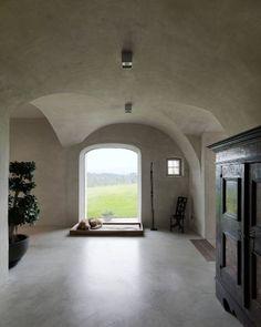 Blick in den Eingangsbereich: Der Boden ist aus geschliffenem Estrich. In den...
