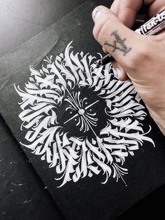 Dibujos Tattoo, Calligraphy Artist, Scripts, Tattoo Designs Men, Art Tutorials, Tatoos, Tattoo Artists, Hand Lettering, Pop Art