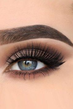 30 Wedding Makeup Ideas For Blue Eyes We have collected stunning makeup ideas for blue eyes. These makeup looks will make your blue eyes shine and sparkle, no matter what shade they are. Prom Makeup, Diy Makeup, Bridal Makeup, Wedding Makeup, Makeup Tips, Makeup Ideas, Makeup Art, Contour Makeup, Eyebrow Makeup