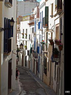 Sitges, la blanca Subur. Carrer. by e_velo (εωγ), via Flickr ~ Catalonia