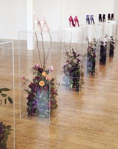 Like the idea of having a flower display as I think it'll support my idea of reflection and growth throughout my career (Putnam & Putnam floral design for launch of Chloe Gosselin shoe line for fashion week) Display Design, Visual Display, Design Shop, Vitrine Design, Instalation Art, Decoration Vitrine, Showroom Design, Exhibition Display, Store Displays