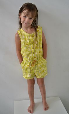 Ally jumpsuit in 't kort Sewing Kids Clothes, Sewing For Kids, Baby Girl Dress Patterns, Couture, Sewing Patterns, Girls Dresses, Rompers, Blog, Outfits