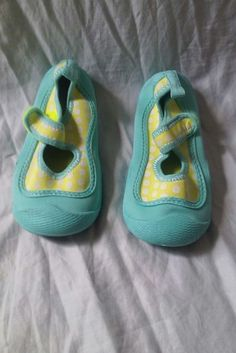 Carters Polka Dots Water Shoes Pool Beach Swim Sand Toddler Girls Size 9 #CartersWaterShoesSize9 #Carter'sSwimShoesSize9