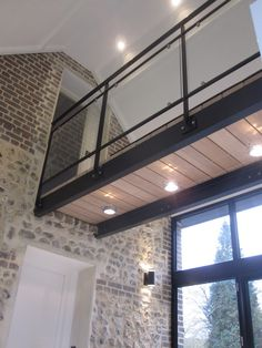 Wooden / metal / glass walkway Source by Glass Balcony Railing, Balcony Railing Design, Loft Design, House Design, Glass Walkway, Casa Loft, Modern Staircase, Traditional Staircase, Architecture Design