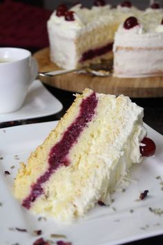baking recipes Weiwlder Kirschtorte: sahniger Traum in Rot-Wei Vegan Crepes, Best Cinnamon Rolls, French Crepes, Cherry Cake, Food Items, Rice Krispies, Vanilla Cake, Baking Recipes, Food And Drink