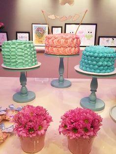 Trio de bolos na festa do pijama! Candy colors