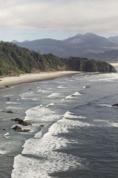 Traverse rainforest, discover picture perfect ocean views or trek through an otherworldly landscape of seemingly endless giant sand dunes. Hikers will discover astonishing opportunities to explore the natural wonders of the Oregon Coast on trails in State Parks from one end of the state to the other.