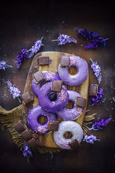 Baked doughnuts are the perfect little portable treats that you can dress up, then wrap up in a pretty box (without fear of being ruined) to present to friends and family. Lavender Aesthetic, Purple Aesthetic, Art Violet, Purple Desserts, Purple Food, Baked Doughnuts, Snacks Für Party, Purple Reign, All Things Purple