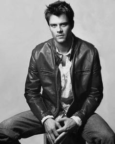 Josh Duhamel, aka the Hot Daddy from Traansformers