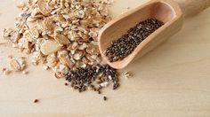 Alleskönner Chia.Doch Chia kann noch mehr: Neben Kalzium und Eisen, enthält das Saatgut auch Antioxidantien. Diese Stoffe schützen Körperzellen, indem sie freie Radikale einfangen. Gleichzeitig sorgen noch andere Inhaltsstoffe für weitere positive Auswirkungen. Der hohe Ballaststoffanteil sorgt beispielsweise für ein anhaltendes Sättigungsgefühl und für eine bessere Verdauung. Zudem soll sich Chia positiv auf den Blutzuckerspiegel auswirken, da Kohlenhydrate langsamer zu Zucker verarbeitet…