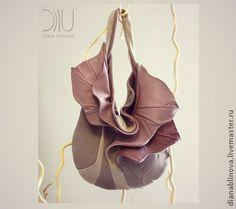 сумка кожаная `Орхидея`. 'Орхидея '  Размеры: 60/40/37 см.       Удобная сумочка средней вместительности на каждый день.  Способ ношения - на плече и локте.   Материал -   кожа средн  Тип замка - только магнитные кнопки.  Внутри - одно отделение и 2 кармана…