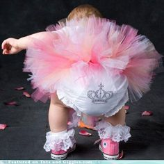 1st birthday picture and outfit idea for Lillie?  I think yes!!!!  LOVE!! Look at those little Converse! I gave Lillie a pair just like these.