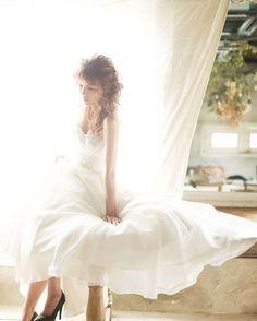 . ✨【オシャレ花嫁必見❣️】結婚式のドレスをもっと素敵に✨ . どんな体型の方でも、どんなスタイルを好む花嫁でも、 . 着る人を選ばす魅力的に見せてしまうのが . Aラインドレスのうれしい長所❣️ . ボレロやオフショルダー、ロングスリーブなど、 . 好みに合わせてさまざまな組み合わせができるから、 . 着こなしやすさは抜群✨ . キュートで愛らしい雰囲気から、 . クラシカルで上品なオトナ花嫁まで、 . 幅広く演出できる。 . これが、Aラインのドレスが花嫁から愛されているヒミツです。👗 . . 続きは下記URLでご紹介💕 . ▼ご紹介したアイデアはこちら▼ http://www.w-style.jp/blog-staff/farny/alineweddingdress/?utm_source=instagram . 今回のアイデアは▶︎ @weddingboxmitsuwa さん . …………………………………………………………………………… ✨【あなたのHAPPYな写真を募集中】✨ . #結婚式 にまつわる、写真や動画を . #farnyレポ に投稿して下さい💖…