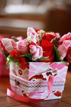 Arranjo de flores feito com meias - super legal | Revista Artesanato