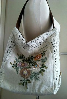Floral vintage hand embroidered shoulder bag with crochet border - Dutch Handmade embroidery sweets embroidery inspiration embroidery beautiful Diy Purse, Tote Purse, Floral Shoulder Bags, Linens And Lace, Fabric Bags, Crochet Purses, Vintage Fabrics, Hand Crochet, Crochet Lace