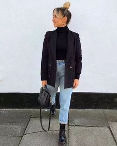 Street Style Navy Blazer Black Top Light Wash Denim Outfit Inspo Doc martens Celine Bag Hair In A Bun Chic … Casual Winter Outfits, Winter Fashion Outfits, Look Fashion, Trendy Outfits, Fall Outfits, Womens Fashion, Fashion Trends, Feminine Fashion, Summer Outfits