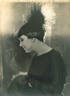 Betty Lee, 1918 (Baron Adolph de Meyer)  HEADWEAR.