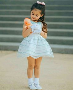 Clara 7 anos two Dolls❤😍 Cute Little Baby Girl, Cute Kids Pics, Cute Baby Girl Pictures, Beautiful Little Girls, Cute Girl Pic, Outfits Niños, Cute Girl Outfits, Little Girl Dresses, Kids Outfits