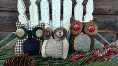 This little trio of primitive Hoot Owls can fill your bowls, baskets or can be set on a wreath or branch. Each is tall and wide, made of wool and vintage buttons. Primitive Pillows, Bowl Fillers, Vintage Buttons, Straw Bag, Wool, Create, Ebay