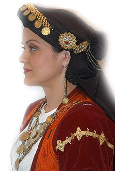 Tο Mουσείο του Λυκείου Ελληνίδων Θεσσαλονίκης / The museum of the Lyceum of Greek Women of Thessaloniki Greek Costumes, Greek Apparel, Greek Clothing, Independent Women, Greece, Crown, Dance, Jewelry, Fashion