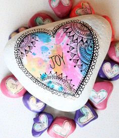 alisaburke: valentine stones - love this idea for crafts with kids while traveling. Watercolors, marker, scissors, modge podge, paintbrushes. Easy souvenir or...