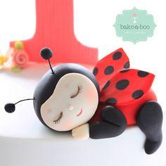 Sweet little lady bug Ladybug Cakes, Ladybug Party, Baby Ladybug, Fondant Cake Toppers, Fondant Figures, Cute Polymer Clay, Polymer Clay Projects, Bake A Boo, Crea Fimo