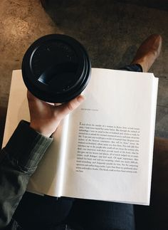Discover book images shared by cinderelamodernizada Good Books, Books To Read, Coffee And Books, Coffee Reading, Reading Books, Book Aesthetic, Book Images, Photo Instagram, Study Motivation