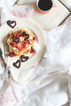 two-loves-studio: coconut french toast with dark chocolate hearts Savory Breakfast, Breakfast In Bed, Breakfast Recipes, Breakfast Ideas, Food Photography Course, Photography Courses, Photography Ideas, Coconut French Toast, Crepes And Waffles