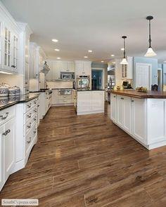 piso de porcelanato que imita madeira, decoração cozinha grande