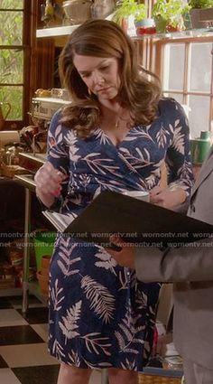 Lorelai's blue leaf printed wrap dress on Gilmore Girls: A Year in the Life. Outfit Details: https://wornontv.net/62669/ #GilmoreGirls